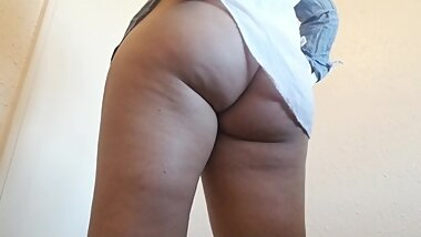 Latina Shows Off Phatty Before Going To Bed